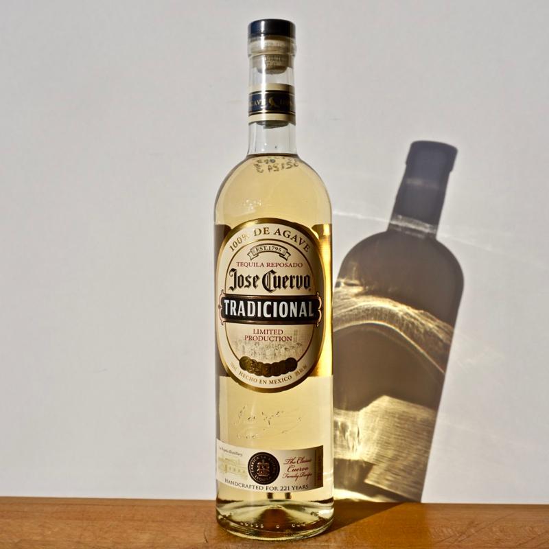 Gin - Basilisk Dry Gin / 50cl / 44% Gin 54,00CHF
